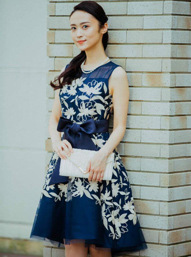 [M] 胸切替ウエストサッシュベルト付き刺繍ワンピース ネイビー