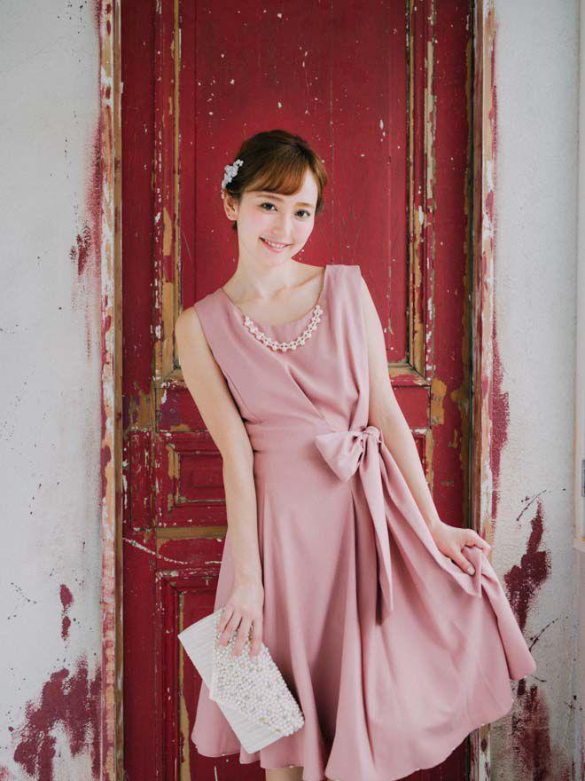 [2L] アクセサリー付ウエストリボン裾パール付ワンピース ピンク