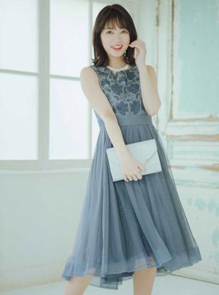 [M] ノースリーブ刺繍切り替えチュールスカートフィット&フレアワンピース ブルー
