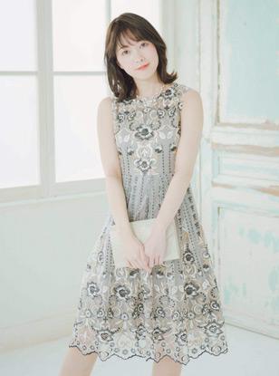 [M] ノースリーブ花柄パネル刺繍ウエスト切替フレアワンピース ベージュ