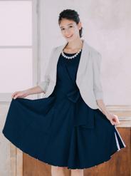 [M] アクセサリー付ウエストリボン裾パール付ワンピース